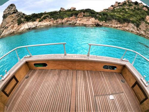 Bow to relax aboard a motor boat