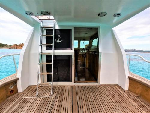 Entrance to the captain's position of a motor boat