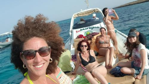 Photo excursionists in rubber dinghy towards Asinara