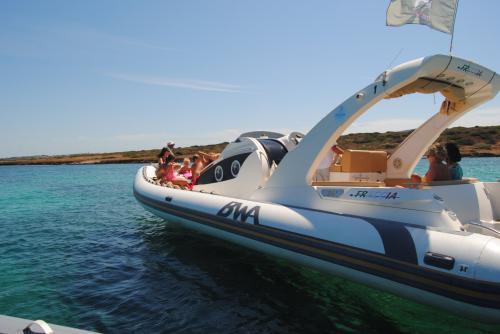 Maxi gommone nel Golfo dell'Asinara