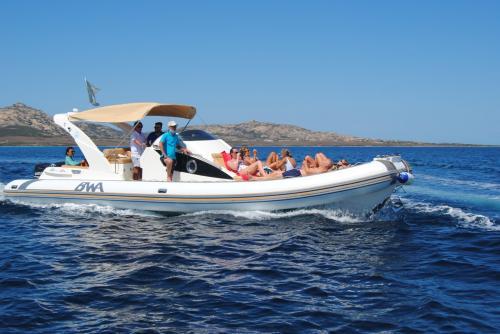 Maxi gommone in navigazione nel Golfo dell'Asinara