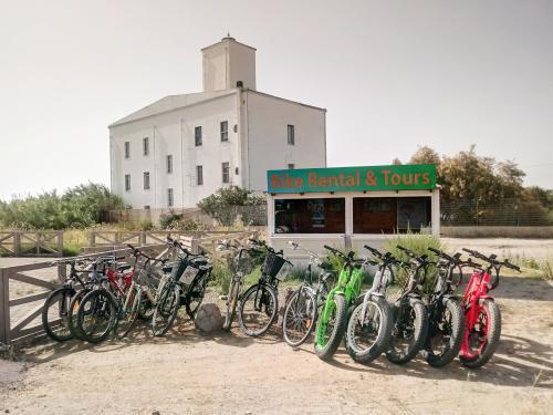 E-bike parcheggiate nella zona di Sant'Antioco