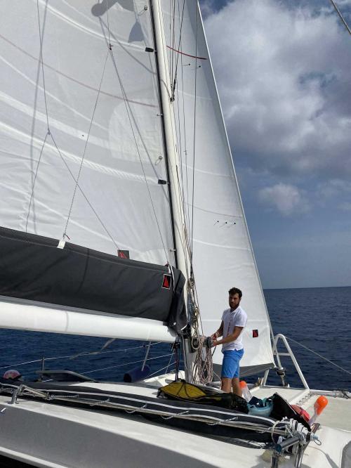Comandante a bordo del catamarano