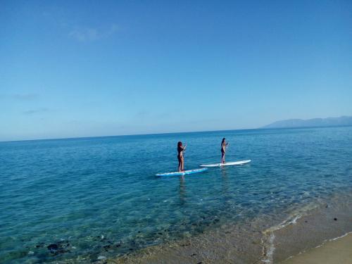 Chicas de SUP en el mar de Orosei