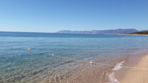 Mar cristalino de la playa de Osala en Orosei