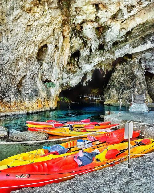 Kayak in front of the Grotta del Bue Marino