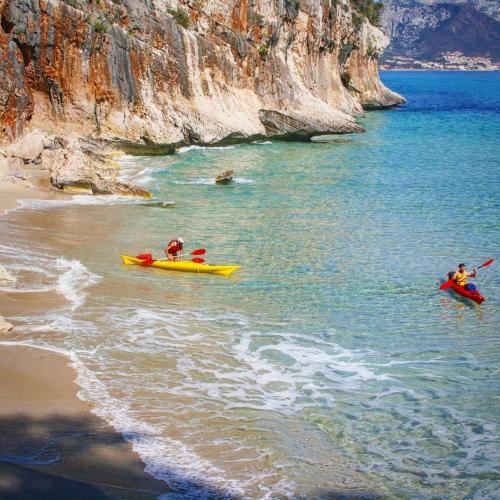 Kayak hikers leave from Cala Luna