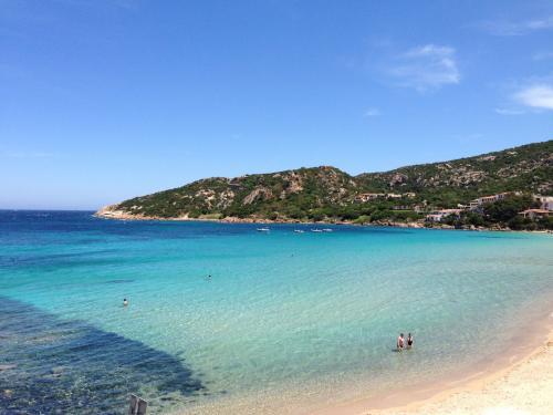 Mar cristalino de Baja Sardinia