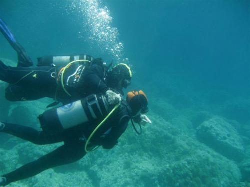 Guide with diving hiker