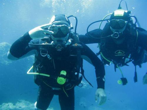 Guide with hiker during diving experience
