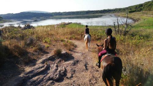 Horseback ride to Lake Baratz