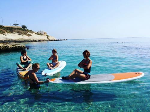 Kristallklares Meer in Balai und SUP Pilates Lektion