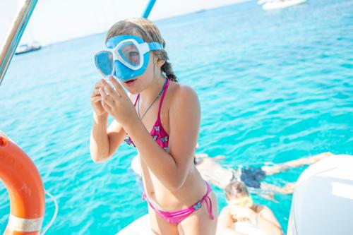 Little girl prepares for snorkeling in Chia
