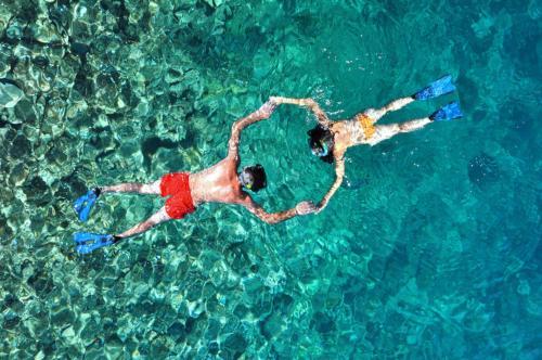 Couple snorkeling in Bosa