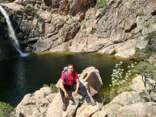 Hiker goes trekking in Rio Pitrisconi
