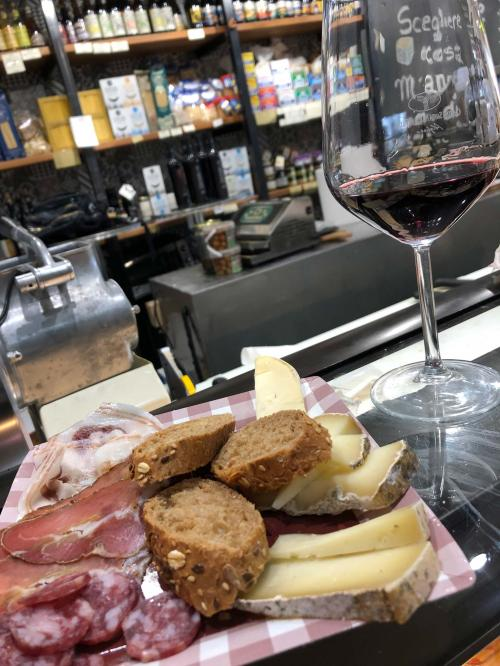 Testing with red wine, bread, cold cuts and cheese