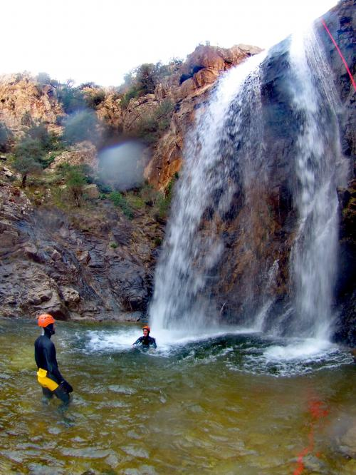 Wasserfall in Rio Pitrisconi und Wanderer