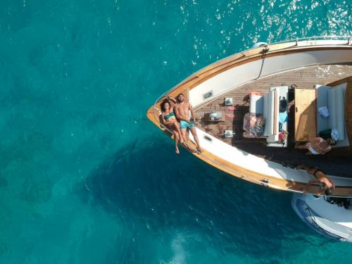 Couple relaxes aboard a motoryacht