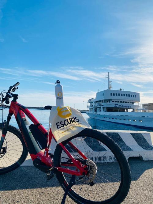 Fahrrad und Fähre nach Asinara vom Hafen von Porto Torres