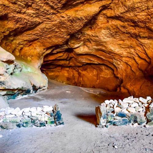 <p>Höhle</p><p><br></p>