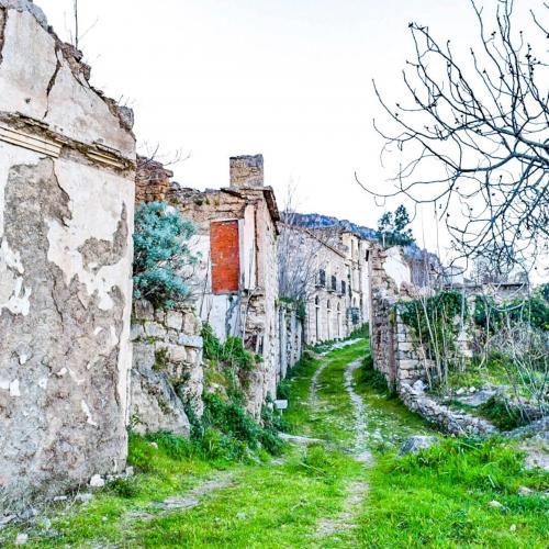 Geister und verlassene Häuser