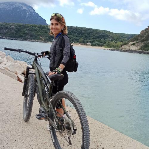Mädchen auf E-Bike