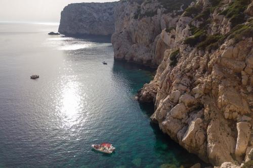 Bote de goma en el golfo de Alghero