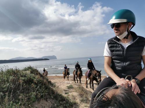 Expert hikers on horseback