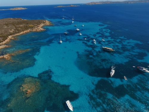 Boote während Tagestouren zum La Maddalena Archipel