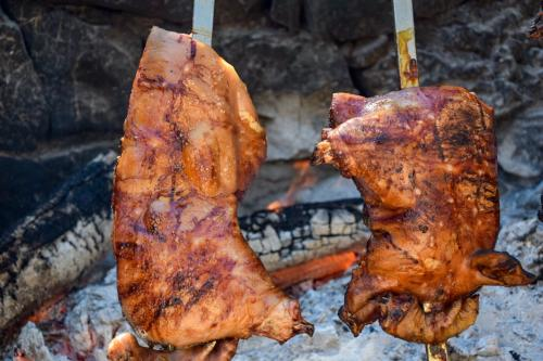Preparation of Sardinian suckling pig lunch