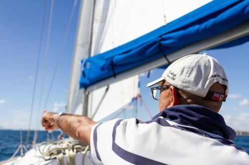 Skipper a bordo di una barca a vela