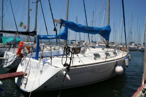Barca a vela nel porto di Cagliari