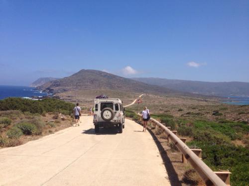 Fuoristrada e turisti all'Asinara
