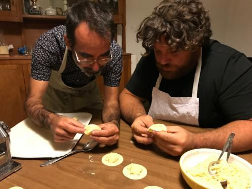 Chef shows the closing of the culurgiones