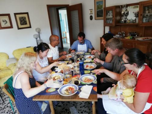 Tasting of culurgiones with post-preparation sauce during the workshop