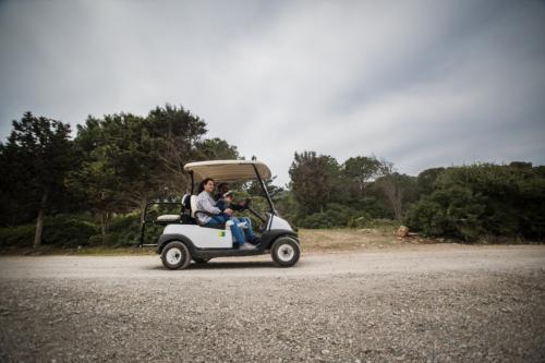 Elektroauto im Park von Porto Conte