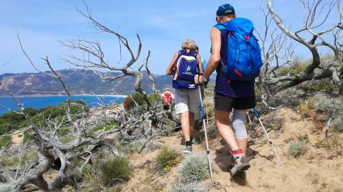 Wandererauf dem Tonnare-Wanderweg