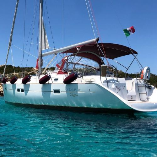 Segelboot im Archipel von La Maddalena