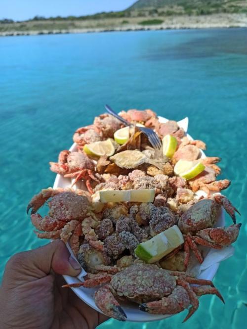 Frisch gefangenes gebratenes Tintenfischgericht