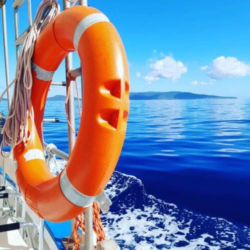 Rettungsboje an Bord