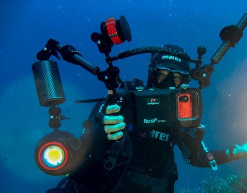 Auszubildender im Meer von Bosa