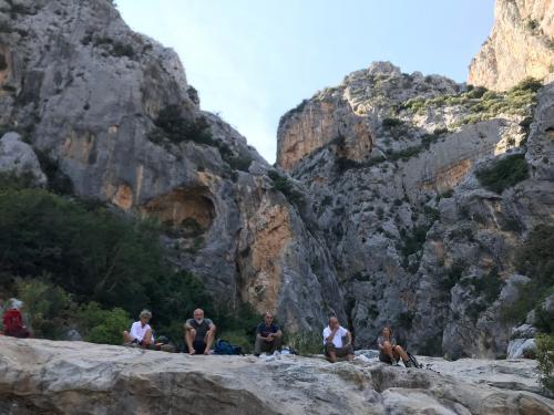 Wanderer beim Trekking in Gorropu