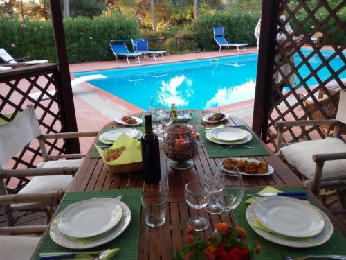 Poolside dinner table