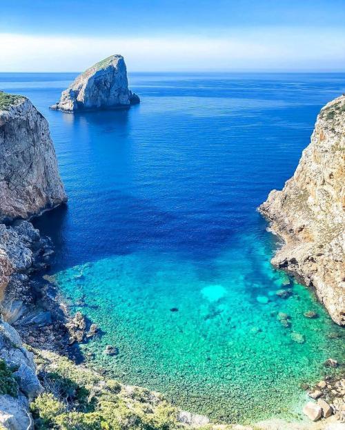 Kristallklares Meer im Golf von Alghero
