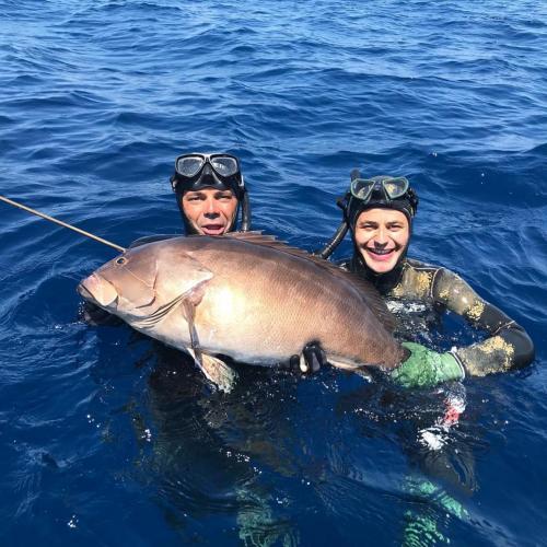 Während eines geführten Angelausflugs in Alghero gefangener Fisch