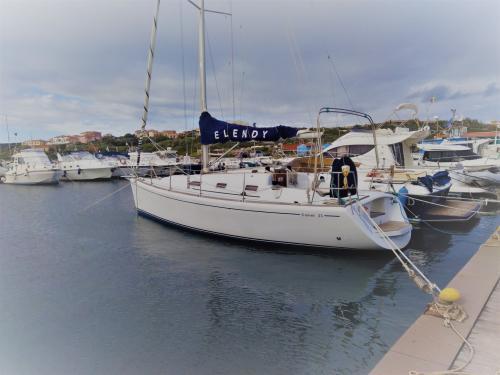 Segelboot in Stintino