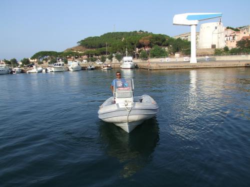 Schlauchboot mit Skipper in Arbatax