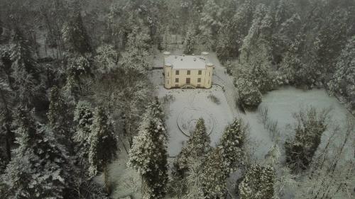 Villa Piercy cubierta de nieve