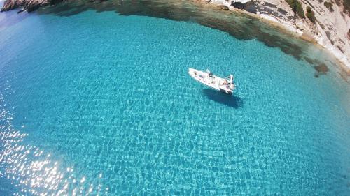 Schlauchboot-Tour mit Skipper an der Küste von Sant'Antioco