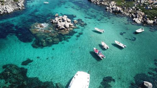 Schlauchboote auf Korsika